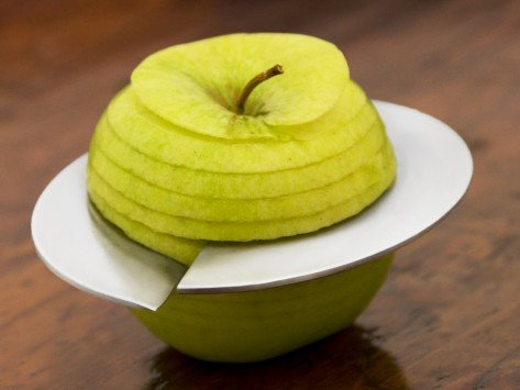 Appel snijden wordt eenvoudig met de Mono Giro Apple Slicer